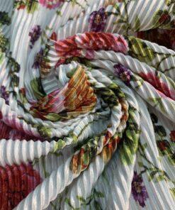 Катка гофре плательная белая ткань с цветочным рисунком