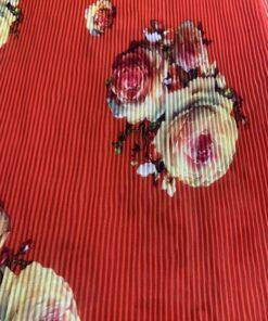 Шифон плиссе красный с цветами